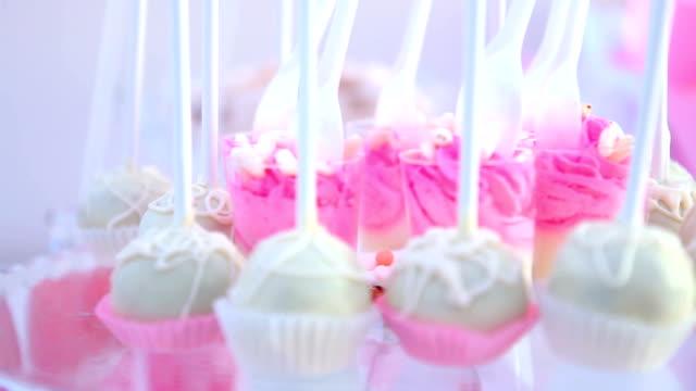 stockvideo's en b-roll-footage met koekjes decoratie - nagerecht