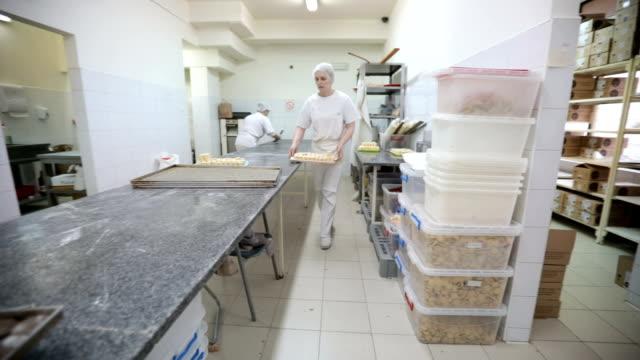 vidéos et rushes de prêt à cuire les cookies - charlotte médicale ou sanitaire