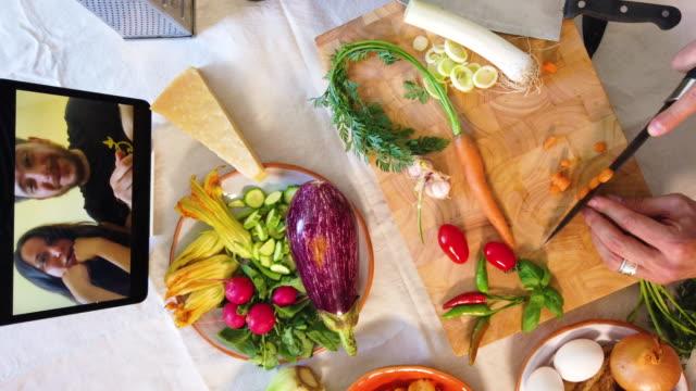 corso di cucina online - image video stock e b–roll
