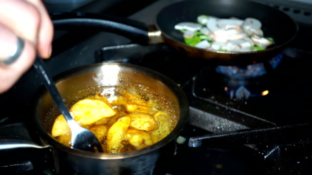 Cooking delicious fried potatoes