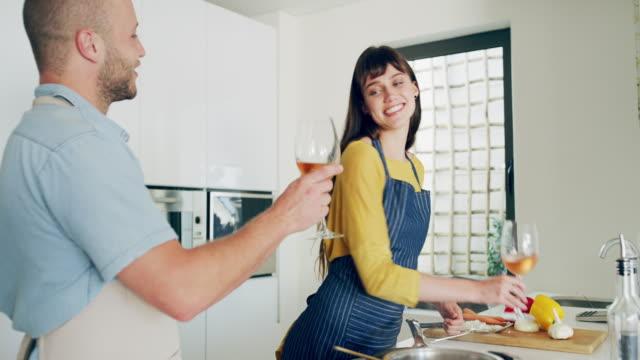 vídeos y material grabado en eventos de stock de la cocina es el acto supremo de amor - happy meal