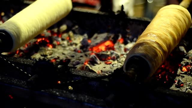 Cooking kurtos kalacs - Stock Video