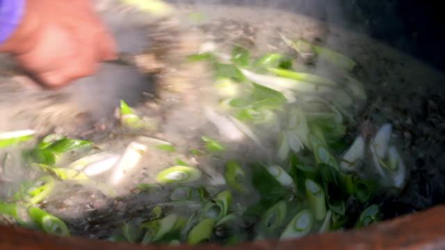 cooking 'momguk' (gulfweed soup) / seongsan-eup, seogwipo-si, jeju-do, south korea - お玉点の映像素材/bロール