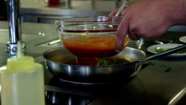 vídeos de stock, filmes e b-roll de culinária massa c - comida salgada