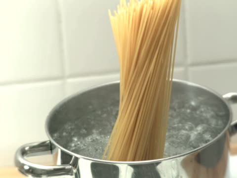 vídeos de stock e filmes b-roll de cozinhar massa ntsc - forma de água