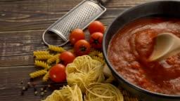 Cooking pasta sauce