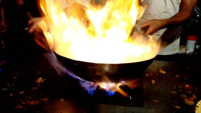 cooking traditional asian (pakistani) chicken karahi - カレー料理点の映像素材/bロール