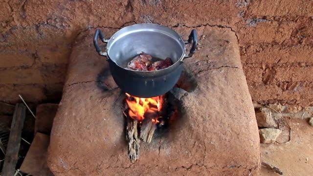 Kochen mit Schlamm Herd