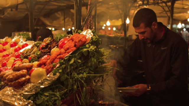 cookshop. jemaa el fna. marrakech. - lebensmittelhändler stock-videos und b-roll-filmmaterial