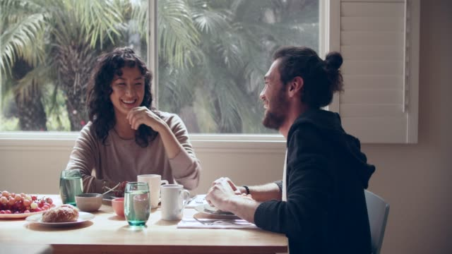 ms cool couple having breakfast together - frühstück stock-videos und b-roll-filmmaterial