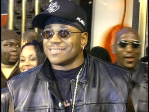 ll cool j and his family arriving to the 1997 mtv video music awardss red carpet - mtv1 stock-videos und b-roll-filmmaterial