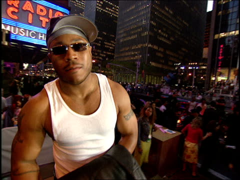 LL Cool J Arriving to the 2000 MTV Video Music Awards Red Carpet