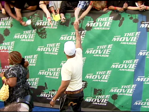 ll cool j at the 2006 mtv movie awards red carpet at sony pictures studios in culver city california on june 3 2006 - ll cool j stock videos and b-roll footage
