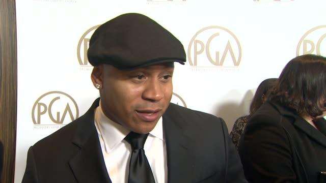 cool j on presenting to russell simmons on what makes a good producer at the 24th annual producers guild of america awards on 1/26/13 in beverly... - プロデューサー点の映像素材/bロール