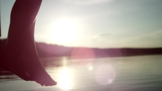 vídeos de stock, filmes e b-roll de refrescar-se no lago. pôr do sol - lago reflection