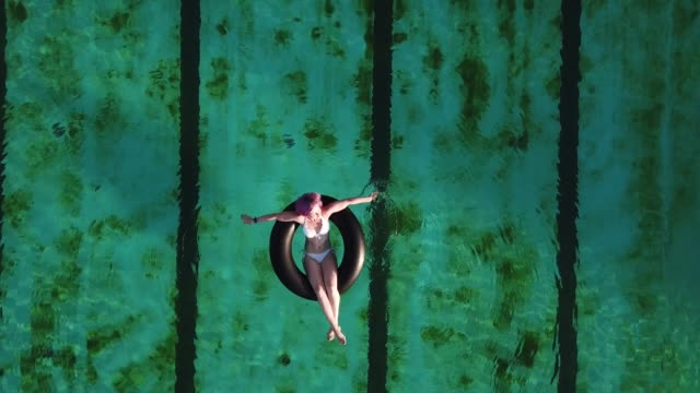 stockvideo's en b-roll-footage met cooling - buitenbad