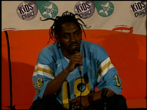 vídeos de stock e filmes b-roll de coolio at the 1997 nickelodeon kids' choice awards press room at grand olympic auditorium in los angeles california on april 19 1997 - nickelodeon kids' choice awards