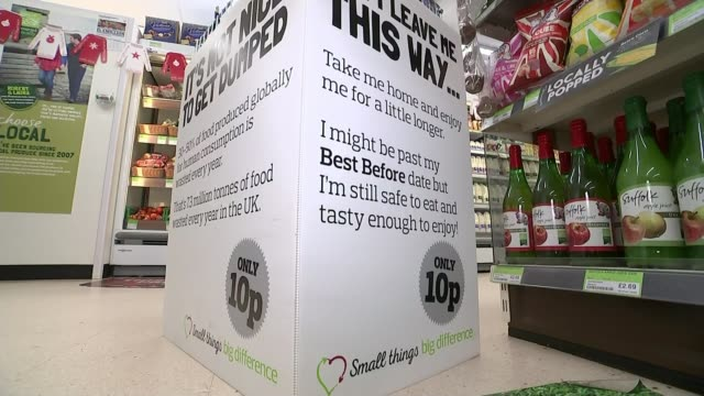 co-op stores selling food past official 'best before' date in bid to reduce waste; england: essex: colchester: int woman and man looking at items in... - portionspåse bildbanksvideor och videomaterial från bakom kulisserna