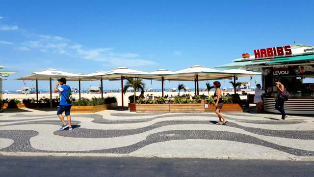 vídeos de stock e filmes b-roll de copacabana beach in rio de janeiro - copacabana