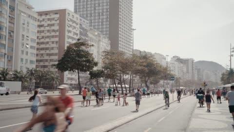copacabana beach strandpromenad - rio de janeiro bildbanksvideor och videomaterial från bakom kulisserna