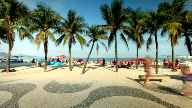 vídeos de stock, filmes e b-roll de copacabana beach, rio de janeiro, brazil - pedestre