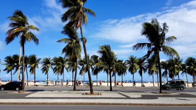 copacabana beach - zona pedonale strada transitabile video stock e b–roll