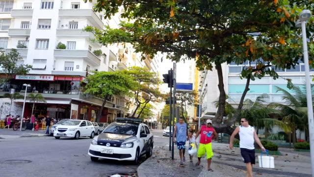 vídeos de stock, filmes e b-roll de praia de copacabana - vendor