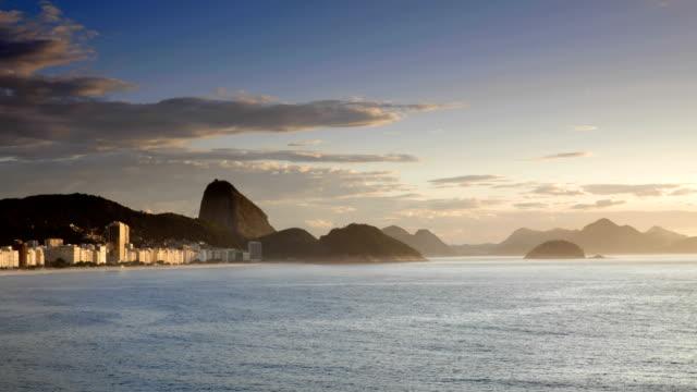 vídeos de stock e filmes b-roll de copacabana sunrise rio de janeiro - rio de janeiro