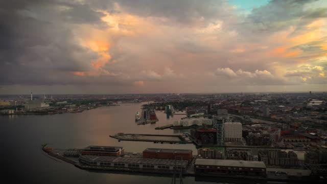 köpenhamns stadsbilden: modern arkitektur vid havet - köpenhamn bildbanksvideor och videomaterial från bakom kulisserna