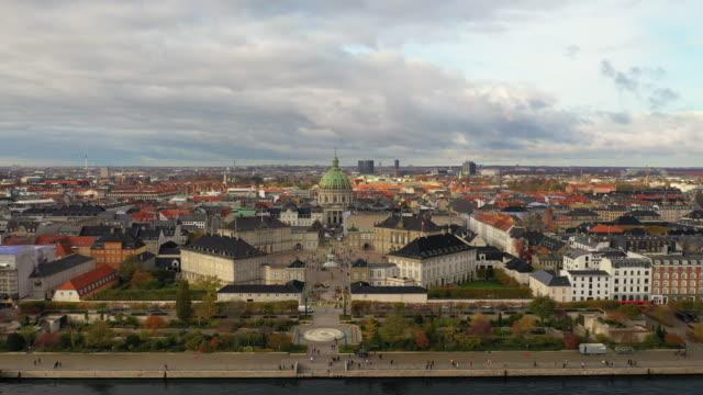 コペンハーゲンの街並み:海の近代建築 - オーレスン地域点の映像素材/bロール