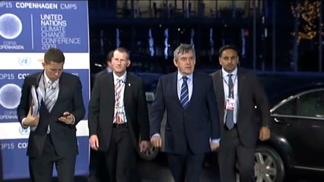 agreement reached not legally binding denmark copenhagen un climate change summit photography * * cars arriving snow ends gordon brown mp along with... - ウゴ・チャベス点の映像素材/bロール