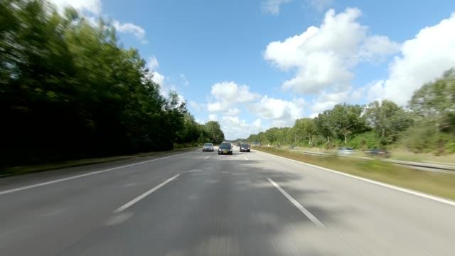 copenhagen highway vi synchronisierte serie rückansicht fahrprozessplatte - mehrspurige strecke stock-videos und b-roll-filmmaterial