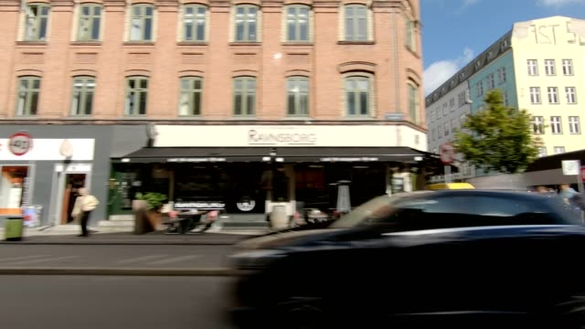copenhagen nørrebro vi synced series left view driving process plate - side view stock videos & royalty-free footage