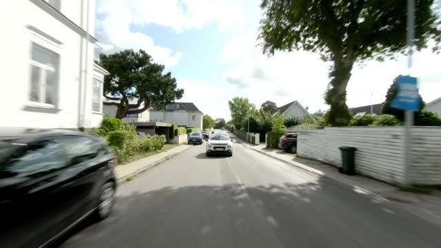 vídeos de stock e filmes b-roll de copenhagen strandvejen xx synced series rear view driving process plate - região de oresund