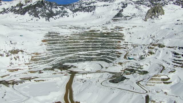 vídeos y material grabado en eventos de stock de copper mine in andes mountains chile - mina