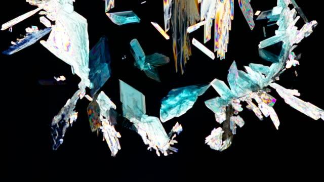 vídeos y material grabado en eventos de stock de copper sulfate crystallization under polarized light - potasio