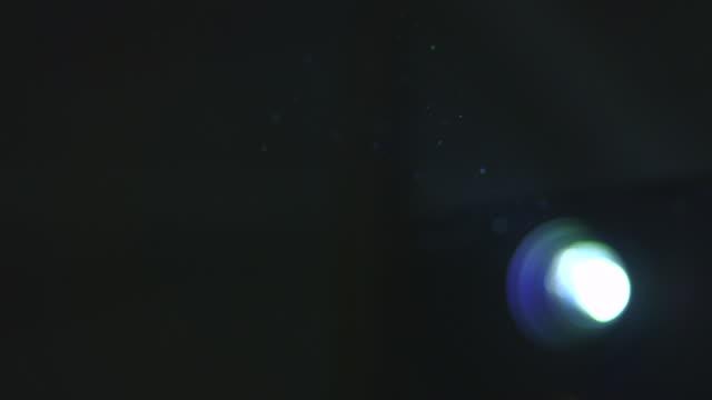 stockvideo's en b-roll-footage met copy space shot in dark room with projector - diavoorstelling