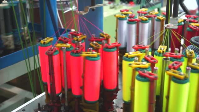 vídeos y material grabado en eventos de stock de máquina para hacer punto del cable - tejer