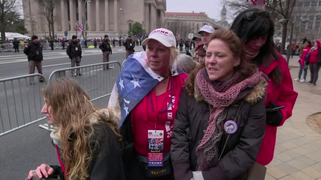 core support still backs president donald trump one year on from his inauguration; 20.1.2017 usa: washington dc: ext gun salute being fired on... - salutieren stock-videos und b-roll-filmmaterial