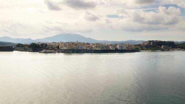 vídeos de stock, filmes e b-roll de corfu town on greek island of corfu, greece - passear sem destino