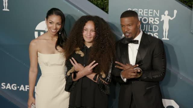 stockvideo's en b-roll-footage met corinne foxx annalise bishop and jamie foxx at the 26th annual screen actors guild awards arrivals at the shrine auditorium on january 19 2020 in los... - screen actors guild