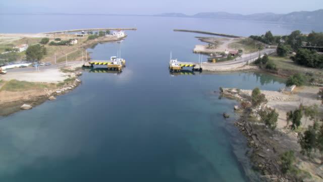 vídeos y material grabado en eventos de stock de ws aerial corinth canal connecting to saronic gulf / corinth, peleponnesus, peloponnese, greece - estrecho