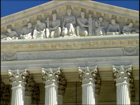 1996 cu corinthian columns and bas relief atop united states supreme court building / washington, dc, usa - korinthisch stock-videos und b-roll-filmmaterial
