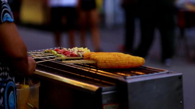 Corn et Kebab barbecue.