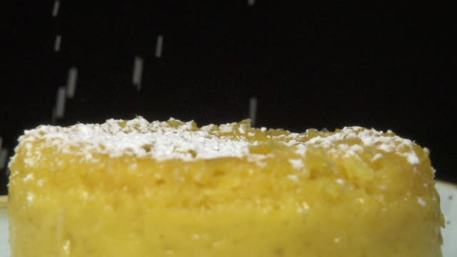 stockvideo's en b-roll-footage met corn cake and sugar - strooisels