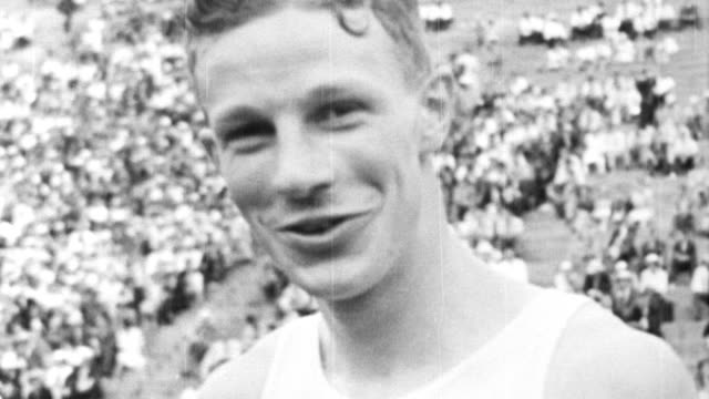 cornell runner jack lovelock breaks world mile record run, beating bill bonthron / lovelock sets new mile record at 4:07:6 mark / crowds in stands /... - 1933 stock-videos und b-roll-filmmaterial