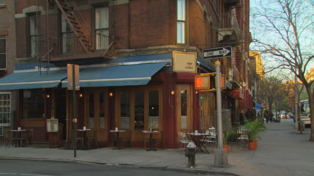 ts corner restaurant with walk/don't walk / new york, new york, usa - establishing shot stock videos & royalty-free footage