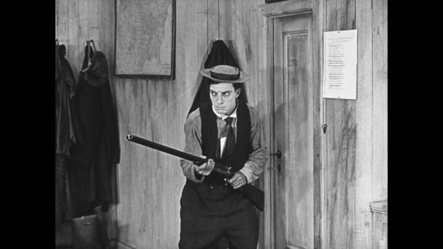1923 cornered by angry ship captain (joe roberts) cabin boy (buster keaton) points empty rifle at him - 1923 stock videos & royalty-free footage