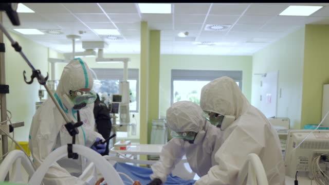 corona virus patient goes into respiratory distress - hospital stock videos & royalty-free footage