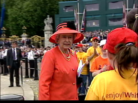 coronation party preparations lib london the mall queen elizabeth ii along with children and young people at golden jubilee celebration - golden jubilee stock videos & royalty-free footage
